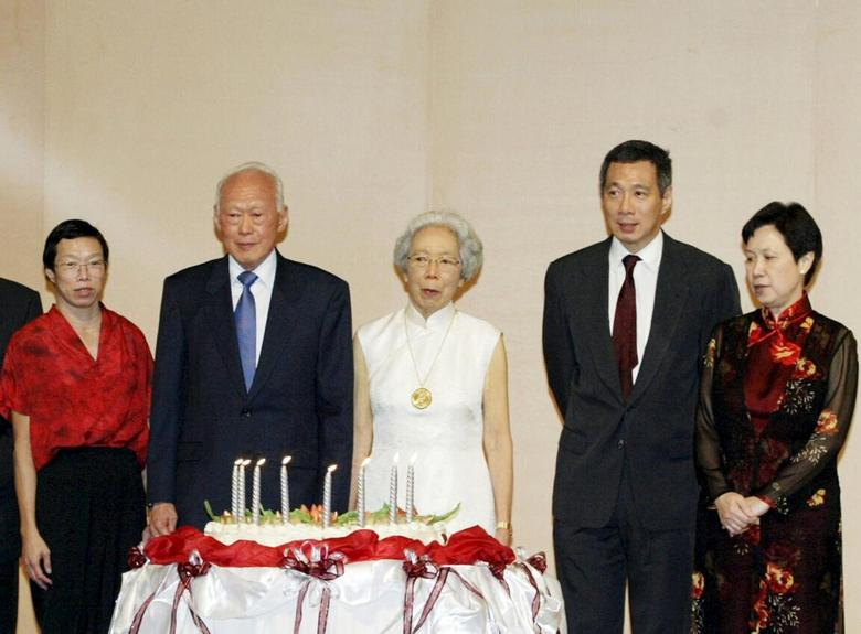 Former prime minister Lee Kuan Yew (2nd L) and his family celebrate his 80th birthday in Singapore in this September 16, 2003 file photo. From left, Lee's daughter Lee Wei Ling, wife Kwa Geok Choo, son Lee Hsien Loong and daughter-in-law Ho Ching. REUTERS/David Loh/Files