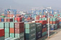 Порт в Ляньюньгане. 13 апреля 2016 года. Китайский экспорт в марте вырос впервые за девять месяцев, став очередным признаком стабилизации второй по величине экономики мира и воодушевив региональных инвесторов. REUTERS/China Daily