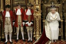 Britain's Queen Elizabeth wears the Imperial State Crown during the State Opening of Parliament, London, Britain, in this November 6, 2007 file photo.    REUTERS/Alistair Grant/Pool/Files