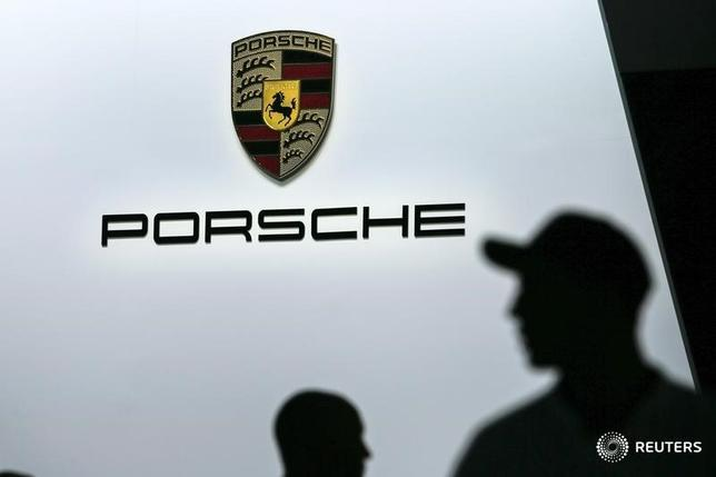 The Porsche logo is seen during the 2016 New York International Auto Show in Manhattan, New York March 24, 2016. REUTERS/Eduardo Munoz