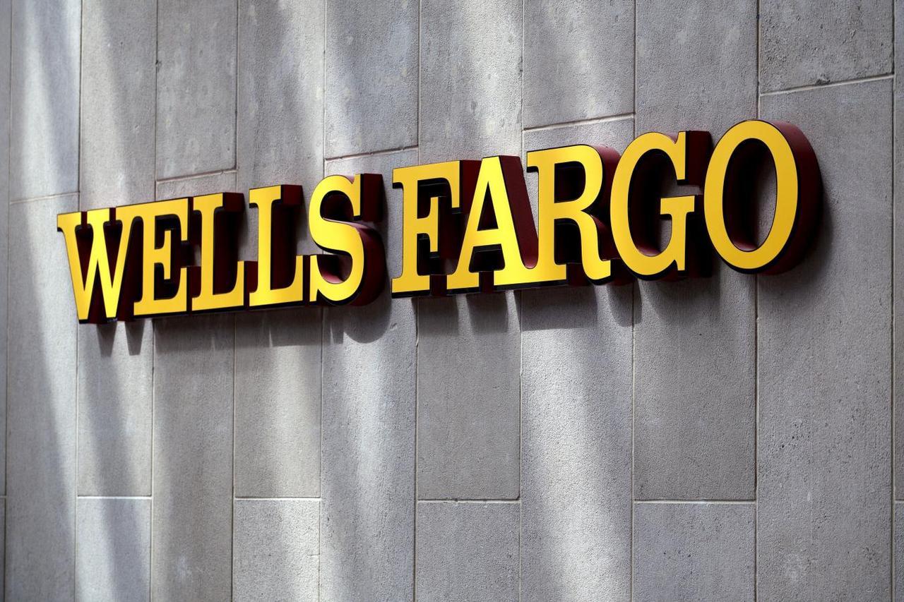 Wells Fargo profit falls 7 percent as bad loan provisions surge ...