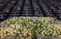 Buyers purchase flowers at a FloraHolland warehouse in Rijnsburg, the Netherlands,  March 16, 2016.   REUTERS/Yves Herman