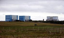 La France mènera à son terme le projet de deux réacteurs nucléaires EPR à Hinkley Point, en Grande-Bretagne, a assuré le ministre français de l'Economie, Emmanuel Macron, dans une interview à la BBC diffusée dimanche. /Photo d'archives/REUTERS/Suzanne Plunkett