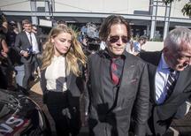 Amber Heard e Johnny Depp deixando tribunal na Austrália.    18/04/2016      REUTERS/Dave Hunt/AAP