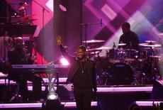 """Singer Usher performs """"Lady (You Bring Me Up)"""" at the 2016 MusiCares Person of the Year gala in Los Angeles, California February 13, 2016.  REUTERS/Mario Anzuoni"""