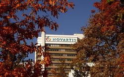 Novartis affiche un résultat net courant en baisse de 13% à 2,79 milliards de dollars (2,47 milliards d'euros), le groupe pharmaceutique devant compter avec l'expiration de brevets, des difficultés dans le pôle oculaire et les ventes modérées d'un nouveau traitement cardiaque. /Photo d'archives/REUTERS/Arnd Wiegmann