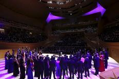 "About 1000 high school students sing ""Purple Rain"" to honor the late singer Prince at Walt Disney Concert Hall which is illuminated purple in Downtown Los Angeles, U.S., April 22, 2016.   REUTERS/Mario Anzuoni"