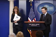 """White House Press Secretary Josh Earnest (R) and actress Allison Janney, who played a fictional press secretary in """"The West Wing"""" television show, stand together at the lectern before the daily press briefing at the White House in Washington, U.S., April 29, 2016. REUTERS/Jonathan Ernst"""