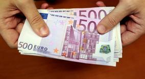 Le montant des contrats d'assurance-vie non réclamés (en déshérence) était estimé à 5,4 milliards d'euros à fin 2015, selon l'Autorité de contrôle prudentiel et de résolution (ACPR), le régulateur des banques et des assurances en France. /Photo d'archives/REUTERS/Andrea Comas