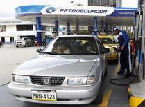 Imagen de archivo de una gasolinera de Petroecuador en Quito, abr 2, 2012. El presidente de Ecuador, Rafael Correa, designó a un ingeniero químico vinculado al sector petrolero como nuevo Ministro de Hidrocarburos, tras la renuncia de su predecesor, según un decreto publicado el lunes. REUTERS/Gary Granja