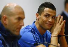 Técnico do Real Madrid, Zinedine Zidane, e atacante Cristiano Ronaldo duranta entrevista coletiva em Roma.       16/02/2016        REUTERS/Tony Gentile