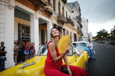 Chanel brings glamor back to Cuba in catwalk extravaganza