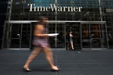 Time Warner, qui possède les chaînes de télévision CNN et Cartoon Network, a publié mercredi un chiffre d'affaires trimestriel en hausse de 2,5%, à 7,31 milliards de dollars, soutenu par les abonnements de sa filiale Turner Broadcasting et sa chaîne câblée Home Box Office (HBO). /Photo d'archives/REUTERS/Adrees Latif