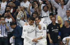 Cristiano Ronaldo e Bale comemoram gol do Real Madrid.  4/5/16. Reuters/Juan Medina