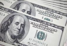 Les Etats-Unis ont dégagé en avril un excédent budgétaire de 106 milliards de dollars, en baisse de 32% sur un an. Cet excédent est inférieur aux attentes des économistes, qui le prédisaient à 112 milliards de dollars. Il avait été de 157 milliards de dollars en avril 2015. /Photo d'archives/REUTERS/Lee Jae-Won