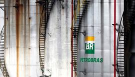 The logo of Brazil's state-run Petrobras oil company is seen on a tank in Cubatao, Brazil, April12, 2016.  REUTERS/Paulo Whitaker