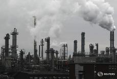 Завод BASF в городе Людвигсхафен-ам-Райн 24 февраля 2012 года. Экономический рост в Германии ускорился в первом квартале 2016 года более чем в два раза благодаря увеличению государственных расходов и расходов домохозяйств, а также росту инвестиций в строительство и средства производства, которые позволили компенсировать слабость внешней торговли, согласно опубликованным в пятницу предварительным данным. REUTERS/Alex Domanski