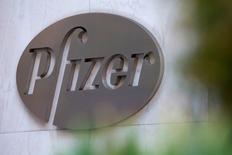 Pfizer, premier groupe pharmaceutique américain, a pris des mesures afin de s'assurer qu'aucun de ses produits ne soit utilisé dans des injections létales. La mesure signe la fermeture de la dernière source d'approvisionnement sur le marché pour les substances utilisées dans les exécutions. Une vingtaine de groupes européens et américains auraient déjà pris des mesures similaires. /Photo d'archives/REUTERS/Andrew Kelly