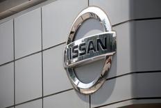 La Corée du Sud va infliger une amende de 330 millions de wons (248.000 euros) au constructeur automobile japonais Nissan et exiger le rappel de plus de 800 véhicules diesel de type Qashqai pour manipulation des données sur les émissions polluantes. /Photo prise le 16 mai 2016/REUTERS/Kim Hong-Ji