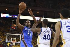 May 16, 2016; Oakland, CA, USA; Oklahoma City Thunder forward Kevin Durant (35) passes he basketball against Golden State Warriors forward Harrison Barnes (40) during the fourth quarter in game one of the Western conference finals of the NBA Playoffs at Oracle Arena. The Thunder defeated the Warriors 108-102. Mandatory Credit: Kyle Terada-USA TODAY Sports