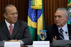 Ministro-chefe da Casa Civil, Eliseu Padilha, ao lado do presidente interino, Michel Temer, durante reunião em Brasília.    13/05/2016       REUTERS/Ueslei Marcelino