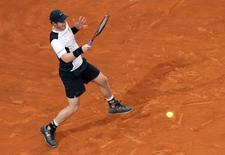 Murray returns the ball.  REUTERS/Alessandro Bianchi