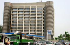 Imagen de archivo de la casa matriz de ExxonMobil en Lagos, abr 29, 2008. La gigante petrolera ExxonMobil cerró su terminal de crudo Qua Iboe en Nigeria y evacuó a los trabajadores de la instalación por razones de seguridad, dijeron el jueves operadores.    REUTERS/Akintunde Akinleye