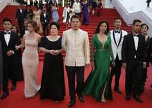 "Director Brillante Mendoza (C), cast members Andi Eigenmann (2ndL) and Jaclyn Jose (3rdL) pose on the red carpet after the screening of the film ""Ma' Rosa"" in competition at the 69th Cannes Film Festival in Cannes, France, May 18, 2016.   REUTERS/Eric Gaillard"