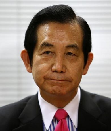 5月20日、自民党の議員連盟「アベノミクスを成功させる会」(会長:山本幸三氏=写真)は、消費税率10%への引き上げについて、予定通り来年4月から実施すべきとの提言をまとめ、安倍晋三首相に提出した。2015年1月撮影(2016年 ロイター/Yuya Shino)