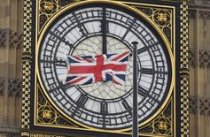 Le ralentissement de la croissance économique de la Grande-Bretagne s'est confirmé au premier trimestre et beaucoup d'économistes pensent que l'économie risque de perdre encore de l'allant durant le trimestre en cours. L'Office national de la statistique (ONS)  a confirmé que la croissance avait ralenti au rythme de 0,4% au premier trimestre, comme indiqué en première estimation. /Photo prise le 22 février 2016/REUTERS/Toby Melville