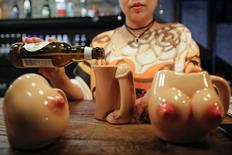 27-year-old Lu Lu, the owner of Ke'er restaurant (Shell in English), pours a drink into a penis-shaped cup at her restaurant in Beijing, China, May 26, 2016.   REUTERS/Kim Kyung-Hoon
