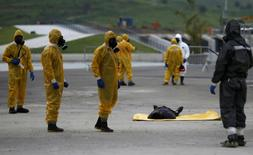 Brazilian Army soldiers take part in a simulation of decontamination of multiple victims during a training against chemical, biological, radiological and nuclear attacks ahead of the 2016 Rio Olympics in X-Park at Deodoro Sports Complex in Rio de Janeiro, Brazil, March 11, 2016. REUTERS/Ricardo Moraes