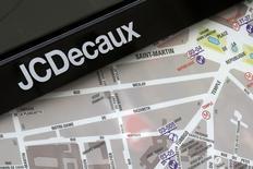 JCDecaux a annoncé renoncer au rachat de Metrobus, la régie publicitaire spécialisée dans les transports en commun de Publicis, en raison des conditions posées par l'Autorité de la concurrence. /Photo d'archives/REUTERS/Jacky Naegelen