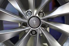 Michelin entend augmenter de 20% le chiffre d'affaires de son activité pneus d'ici 2020, le groupe souhaitant également doubler à la même échéance les ventes de son pôle services et solutions, de 1 milliard d'euros en 2015 à 2 milliards. /Photo d'archives/REUTERS/Benoît Tessier