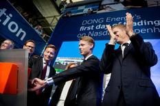 Le titre DONG Energy gagnait plus de 10% en fin de matinée jeudi à la Bourse de Copenhague pour la première séance de cotation du groupe public danois spécialisé dans les éoliennes offshore, et la plus importante introduction en Bourse de l'année en Europe. /Photo prise le 9 juin 2016/REUTERS/Scanpix Denmark/Liselotte Sabroe