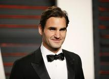 Tennis player Roger Federer arrives at the Vanity Fair Oscar Party in Beverly Hills, California February 28, 2016.  REUTERS/Danny Moloshok/File Photo