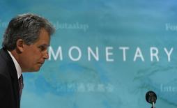 David Lipton asiste a una conferencia en Tokio. Imagen de archivo. 30 de mayo de 2014. China debe tomar rápidamente medidas para atender una creciente deuda corporativa que es una de las principales fuentes de preocupación para la economía mundial, dijo el sábado un alto funcionario del Fondo Monetario Internacional (FMI). REUTERS/Issei Kato