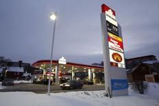 A Petro-Canada sign shows unleaded petrol priced at 77.9 cents ($0.58) per litre at a gas station in Ottawa, Canada, January 29, 2016.   REUTERS/Chris Wattie