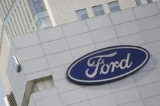 La planta de la automotriz Ford en Ciudad de México, abr 5, 2016. La inversión extranjera directa (IED) en América Latina caería hasta un 8,0 por ciento en 2016, arrastrada por la profunda recesión en Brasil y el desplome en los precios de las materias primas que exporta la región, dijo el miércoles la CEPAL.  REUTERS/Edgard Garrido