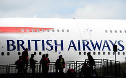 El consejero delegado de International Consolidated Airlines (IAG) Willie Walsh, dijo el jueves que no prevé que una eventual salida de Reino Unido de la Unión Europea tenga un impacto material en su negocio. En la imagen, un Airbus A380 de British Airways tras aterrizar en el aeropuerto de Heathrow en Londres, 4 de julio de 2013.  REUTERS/Paul Hackett/File Photo