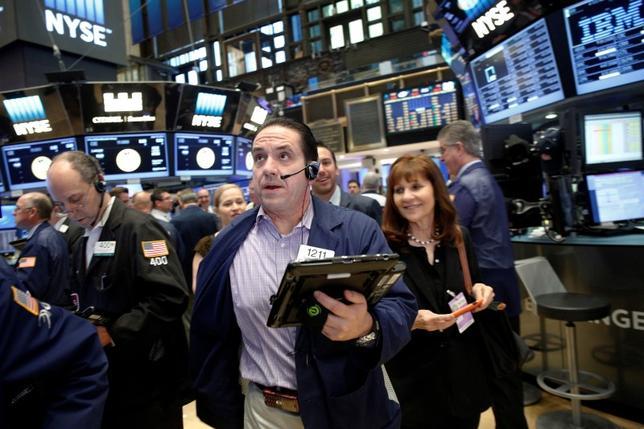 Traders work on the floor of the New York Stock Exchange (NYSE) in New York City, U.S., June 10, 2016. REUTERS/Brendan McDermid