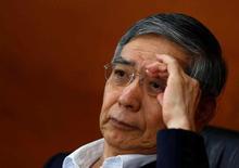 Japón responderá según sea necesario a las fluctuaciones de las monedas después de que Reino Unido votara por abandonar la Unión Europea, dijo el viernes el ministro de Finanzas Taro Aso, al destacar la disposición a intervenir para calmar el excesivo fortalecimiento del yen. En la foto, el gobernador del Banco de Japón Haruhiko Kuroda en una rueda de prensa en Tokio el 16 de junio de 2016. REUTERS/Thomas Peter