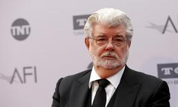 Diretor George Lucas posa em evento em Hollywood.  9/6/2016.   REUTERS/Mario Anzuoni