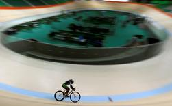 Cycling - 2016 Rio Olympics Test Event - Olympic Velodrome - Rio de Janeiro, Brazil - 26/6/2016 - A rider competes during media visit.  REUTERS/Sergio Moraes