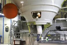 Une fusée Ariane. Safran et Airbus ont finalisé la création de leur coentreprise à 50/50, Airbus Safran Launchers, leader européen des lanceurs spatiaux, dont l'objectif est de permettre à la nouvelle version de la fusée européenne, Ariane 6, d'effectuer son premier vol en 2020 et d'affronter la concurrence de l'américain SpaceX. /Photo d'archives/REUTERS/Charles Platiau