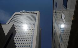Центральный офис Газпрома в Москве. 30 июня 2016 года. Газпром может увеличить поставки газа в Европу до 170 миллиардов кубометров в этом году при сохранении текущих условий поставок и ждет восстановления цен на газ в третьем и четвертом кварталах 2016 года, сказал в четверг глава российской газовой монополии Алексей Миллер. REUTERS/Maxim Shemetov