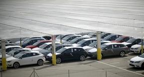 Las ventas de coches en España subieron un 11,2 por ciento a 123.790 unidades en el mes de junio, dijo el viernes la patronal de fabricantes de vehículos Anfac. En la imagen de archivo, coches estacionados en una fábrica de SEAT en Martorell, cerca de Barcelona. REUTERS/Albert Gea - RTX1RNUZ