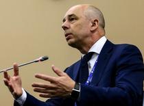 Антон Силуанов на сессии ПМЭФ. Министр финансов России Антон Силуанов подтвердил, что в бюджетном плане на следующую трехлетку Минфин предлагает зафиксировать расходы бюджета на уровне 2016 года.  REUTERS/Valery Sharifulin/TASS/Host Photo Agency/Pool