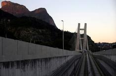Trilho da nova linha do metrô do Rio de Janeiro, na Barra da Tijuca.  04/07/2016       REUTERS/Ricardo Moraes
