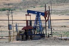 Нефтяной насос в Азербайджане. Цены на нефть малоподвижны на азиатских торгах на фоне волатильности на более широком рынке, спровоцированной ростом опасений об экономическом воздействии решения Великобритании выйти из Евросоюза. REUTERS/Maxim Shemetov